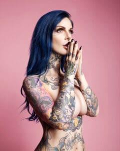 Riae Suicide Girl Tattoo Model modella tatuaggi