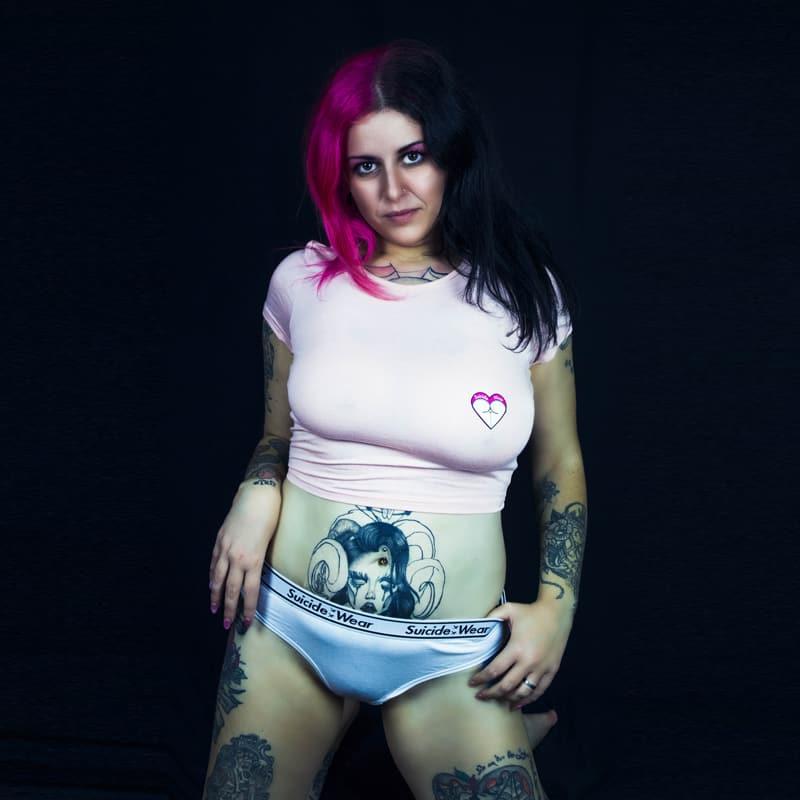 modella tatuaggi modella